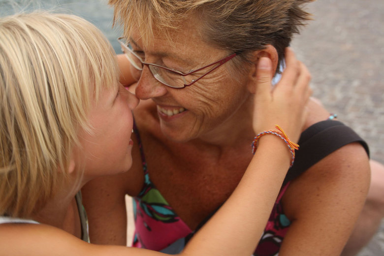 Moeder en dochter - Een teder moment in Italië