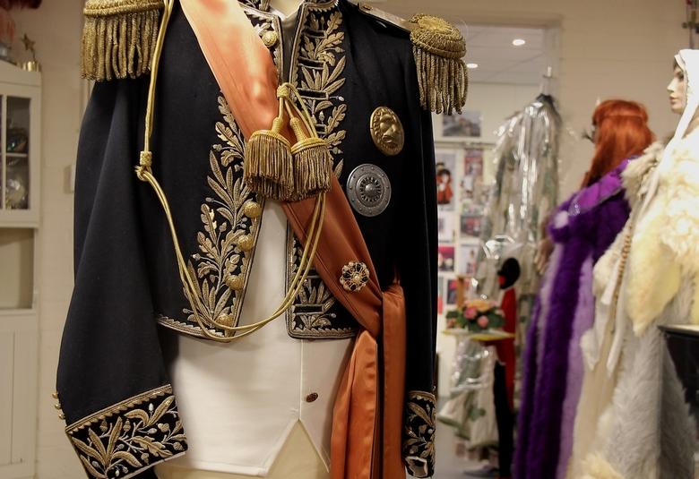 gala uniform - Een item dat je zelden in deze rubriek tegenkomt. Historische mode. Een 19e eeuws gala uniform voor een minister. Collectie Terschuur K