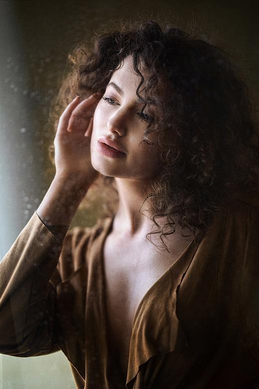behind the window pane - met Ashleigh Rae