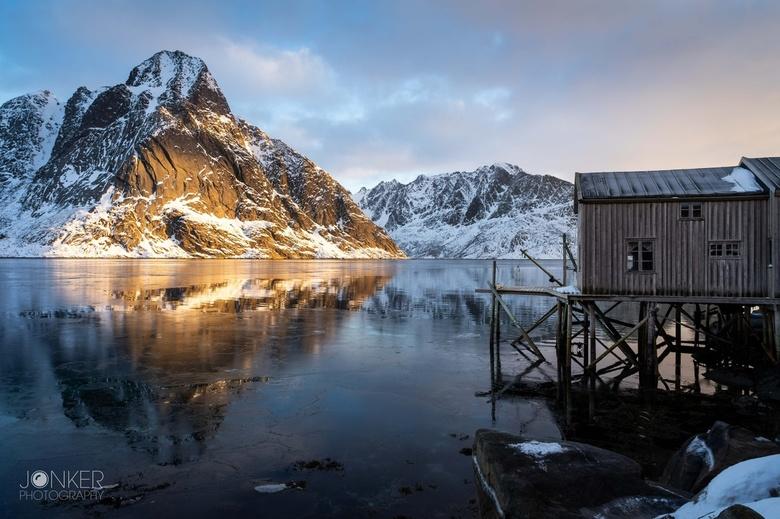 Fisherman's house - De opkomende zon zette de berg in de spotlight! Een prachtige plek met een mooi uitzicht