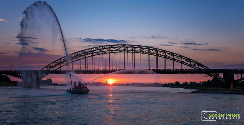 4 dagen lang... - Zojuist is de 102de editie van de Nijmeegse Vierdaagse van start gegaan onder zonnige omstandigheden.