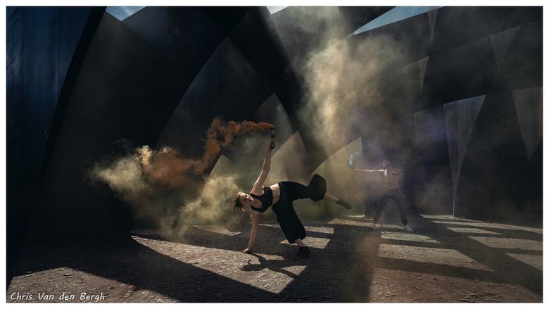 Dance into the light... - Best wel tevreden met dit shot. Ik vind het wat cartoonesk overkomen...