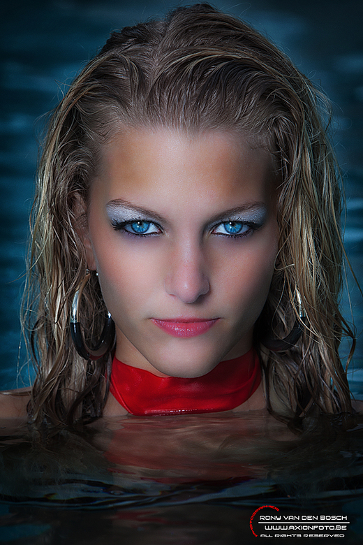 The girl from the lake - kimpzwnet.jpg