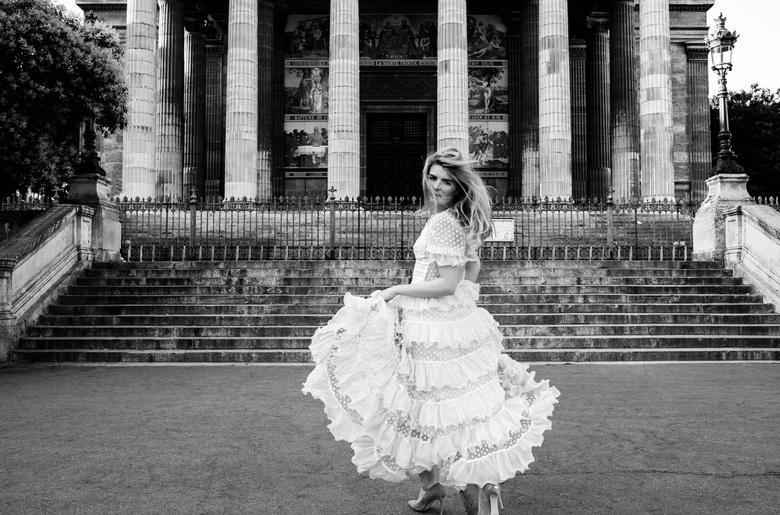 Runaway bride in Paris  - Runaway bride in Paris