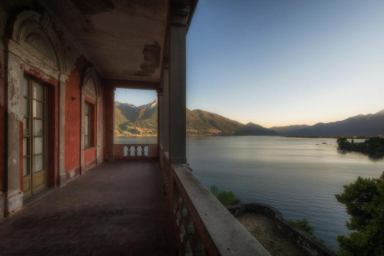 Uitzicht  - Uitzicht vanaf het balkon van een verlaten villa