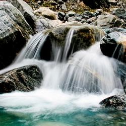 Bij waterval Noorwegen