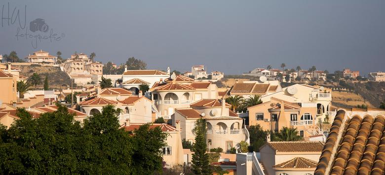 Wat een huizen. - Vanaf het terras een prachtig uitzicht over Rojales (Spanje) Heerlijk een paar dagen zon, zee en warmte in Spanje genoten. Hopelijk
