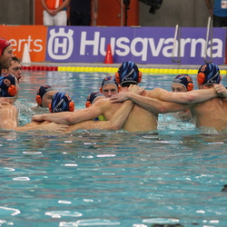 Polar Bears mannen winnen waterpolo beker
