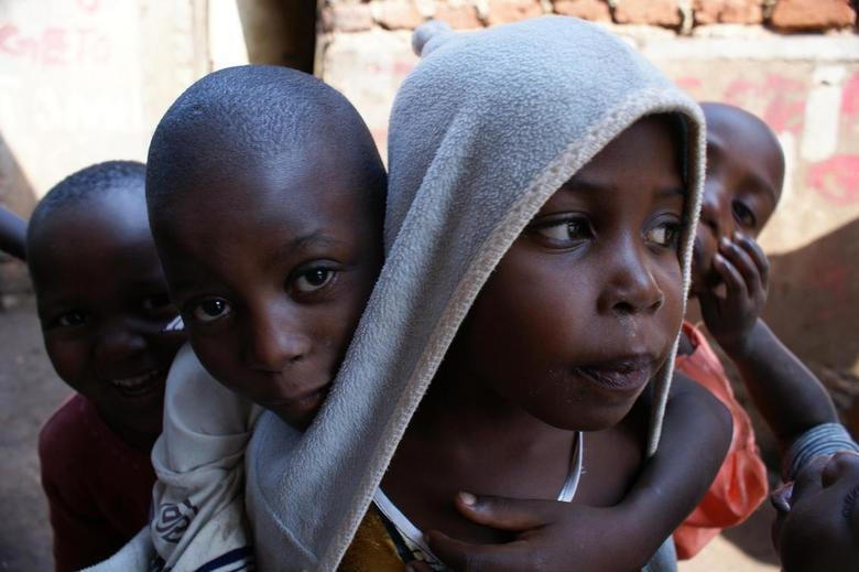Ugandan kids - Kinderen in de krottenwijk van de hoofdstad van Oeganda, Kampala.