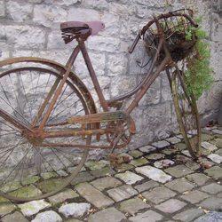 een roeste fiets