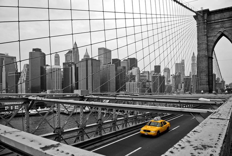 Brooklyn Bridge - Vanaf de Brooklyn Bridge gemaakt, in New York<br /> <br /> Nikon D200<br /> Nikon 17-55mm 2.8<br /> Focus: 17mm<br /> Diafragma