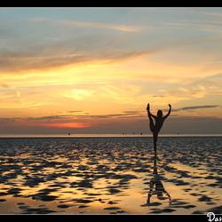 zonsondergang op de wadden (model fanny Muller)