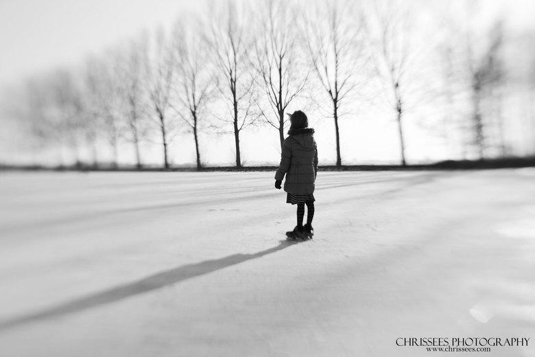 """Schaatsen - Op de ijsbaan in Nieuwerkerk. Het was erg druk, maar ineens stond ze alleen in mijn zoeker <img  src=""""/images/smileys/smile.png""""/>"""