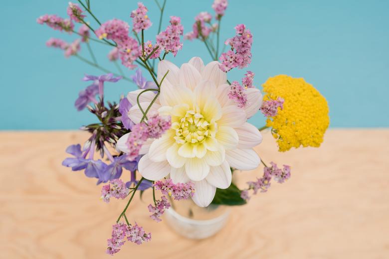 trouw bloemen - bloemen uit eigen tuin van het bruidspaar!
