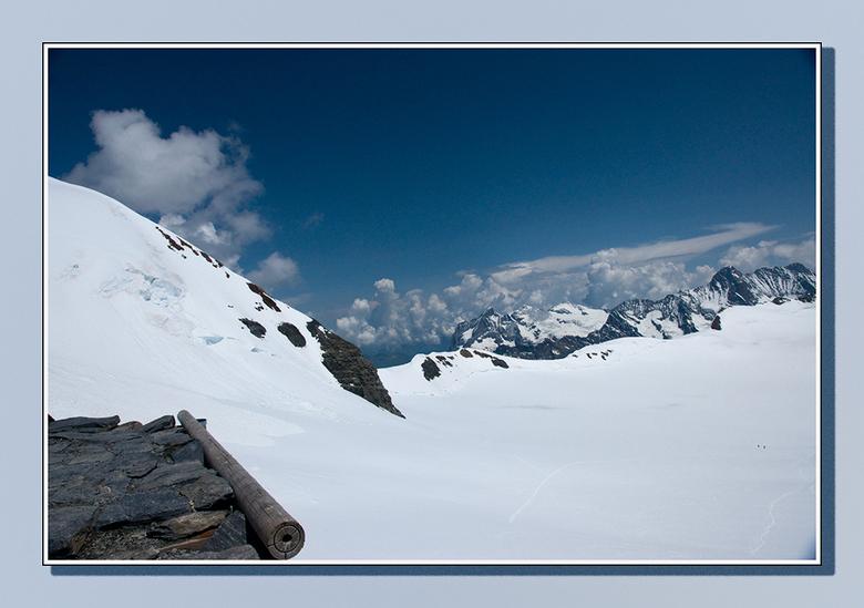 Verloren - Vanaf de Mönchjochshütte kijk je in een wondere witte wereld waarin je je verloren waant. Rechts onderin kan je nog iets van het pad zien d