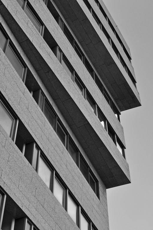 De Strandveste - De Strandveste is een woongebouw op de boulevard in Vlissingen. Het gebouw is 26 meter hoog, telt 9 verdiepingen en heeft 32 appartem