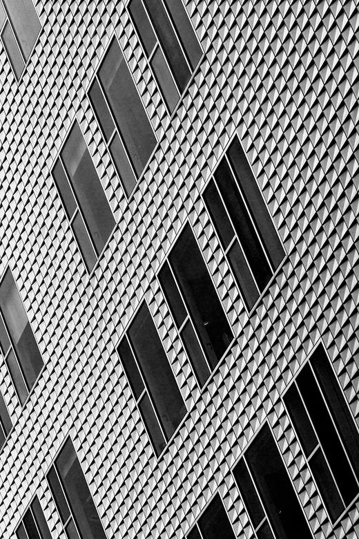 IJdock 8 - Diagonaal in zwart-wit