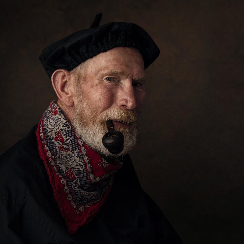 Tiemen - Mijn opa vroeg mij of ik een mooi portret wilde maken van zijn broer, dat wilde ik natuurlijk wel!<br /> <br /> De rode zakdoek, pijp en pe