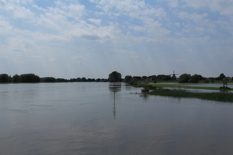 IJssel bij Welsum - IJssel met molen Houd Braef Stant in Welsum