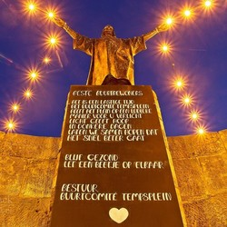 Verlicht Jezusbeeld op Tempsplein