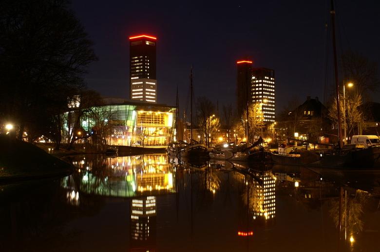 Nachtelijk landschap - Stadsschouwburg De Harmonie in Leeuwarden