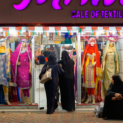 Winkelende vrouwen in Oman