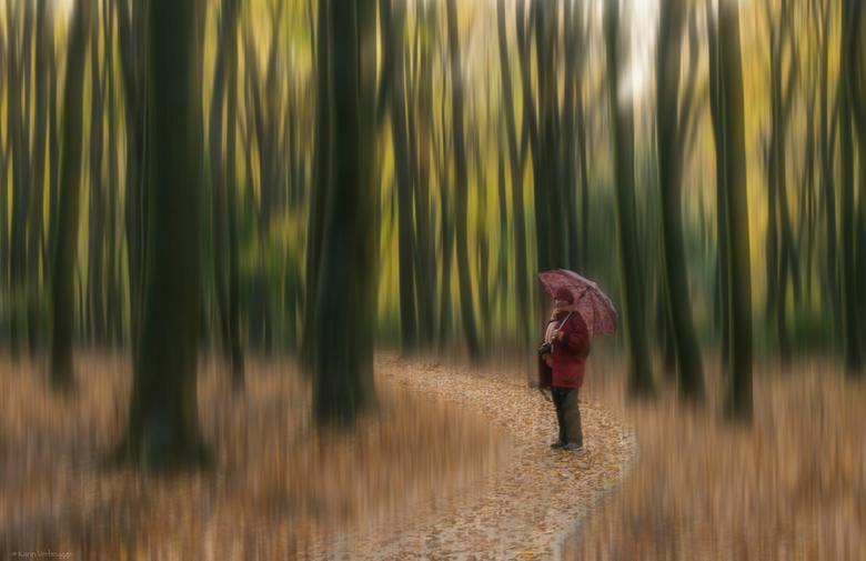 Genietend - Ook deze foto is in het Speulderbos met Doris, Birgitte en Brigitte. Ik ben ook even gaan spelen met beweging, maar wel met een scherp &#0