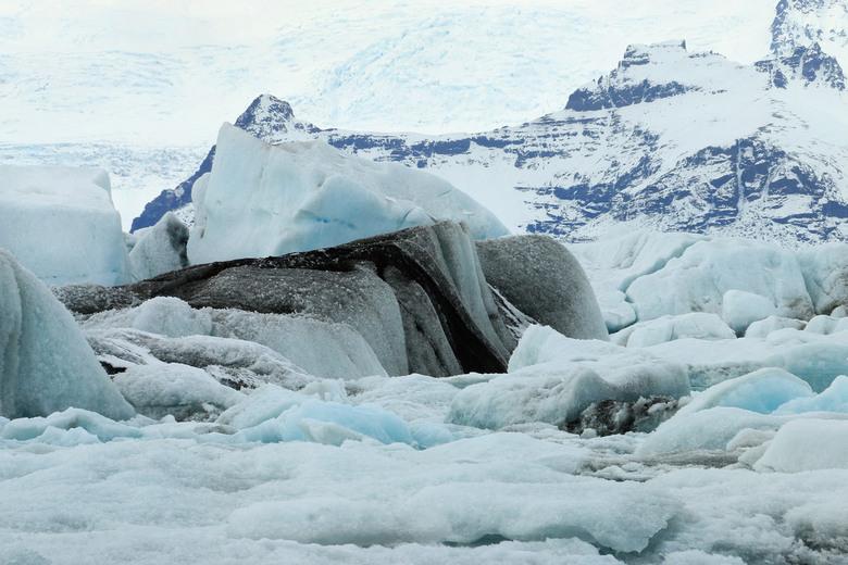 Ice ice baby.... - Het Jökulsálón gletsjermeer in Zuidoost IJsland. Zo vol met ijs dat de boot die dag niet uitvoer. Niettemin genoeg gelegenheid voor