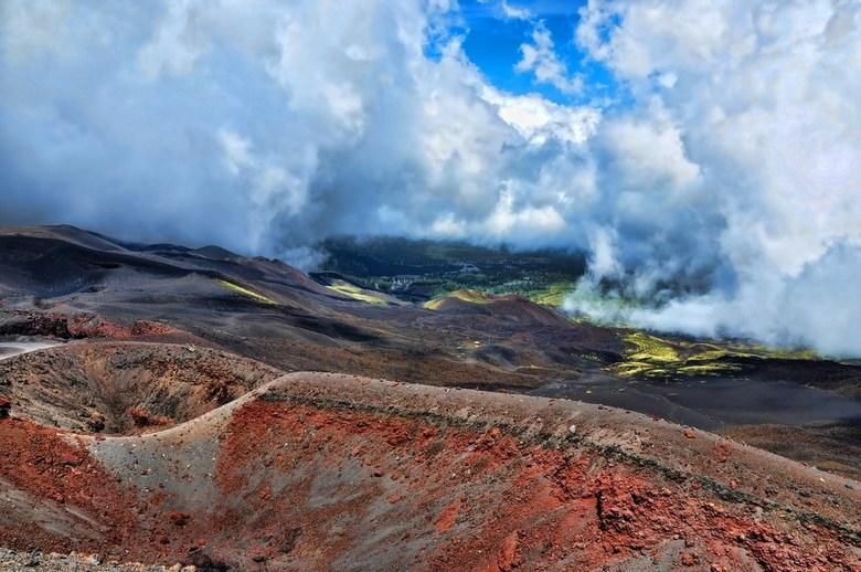 Mount Etna - Uitbarstingen van de vele kraters op de Etna hebben het landschap voorgoed veranderd