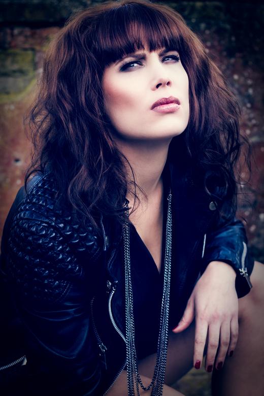 Dark romantic - Model: Marijke van Soeren<br /> Muah: Christy van Asperdt<br /> Styling: Linda van Nunen