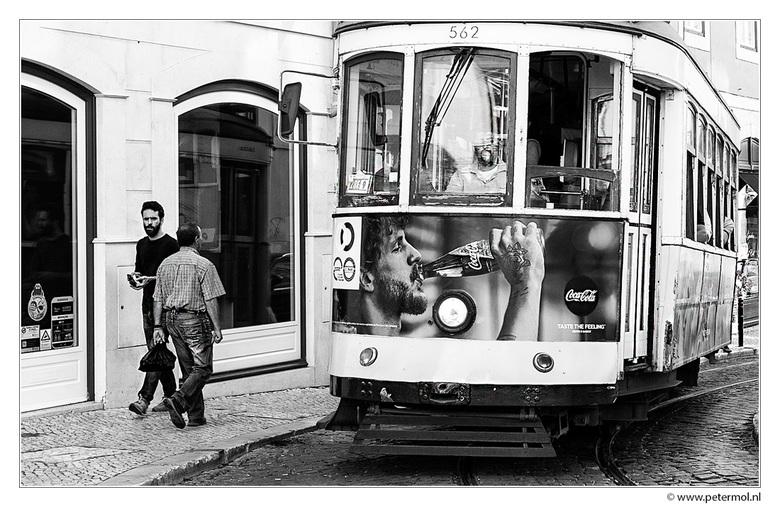 "straatbeeld Lissabon - Er rijden leuke oude trams door de smalle straatjes in Lissabon.<br /> <br /> <br /> gr Peter<br /> <a href=""http://petermo"