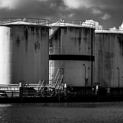 Opslagtanks bij de Rijn 02