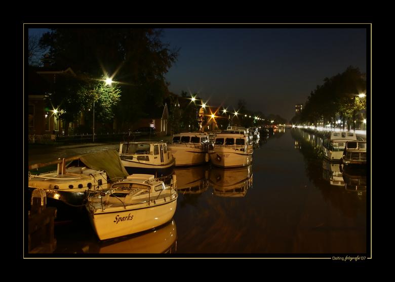 Stadskanaal bij nacht 2 - Stadskanaal, genomen op de brug bij richting Nieuw Buinen. Foto is een DRI waarbij de hooglichten zijn teruggebracht d.m.v.