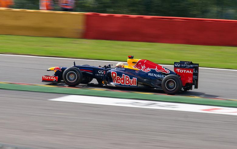 Vettel, Spa Francorchamps 2012 - Vettel in Les Combes tijdens de F1-race van afgelopen seizoen/jaar op Spa-Francorchamps. tevens mijn aller eerste F1