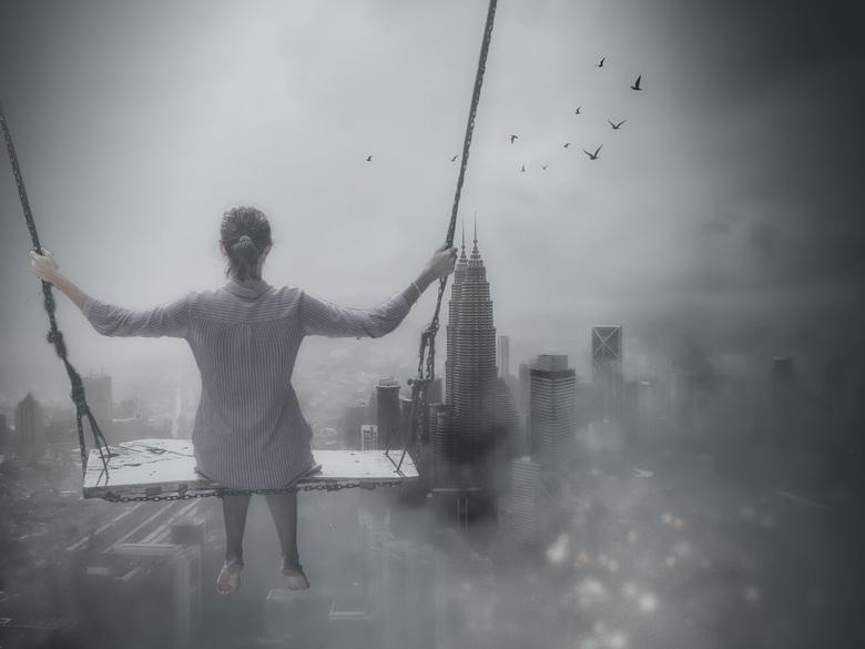 woman on swing noir - Een eigen creatie op een soortgelijke compositie<br />