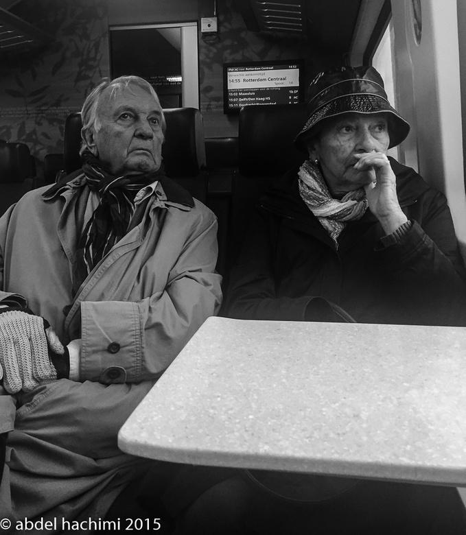 Eindstation Rotterdam Centraal.. - Mooi oud echtpaar richting rdam cs..