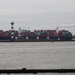 P1370320 H v H NIEUW containerschip 400 m lang 3jan 2016