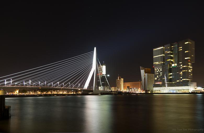 Rotterdam bij nacht - Het is alweer even geleden. Hoog tijd voor een upload. Eentje uit het archief....<br /> Dank voor alle reacties op mijn vorige