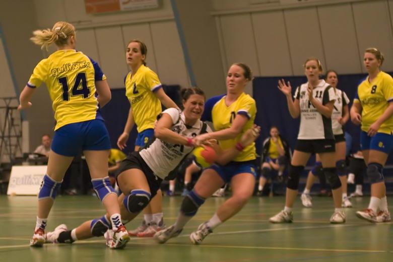 Tot het uiterste! - 1e handbalwedstrijd seizoen 2008-2009. Dames hoofdklasse beginnen met een streekderby; Borhave-TVO