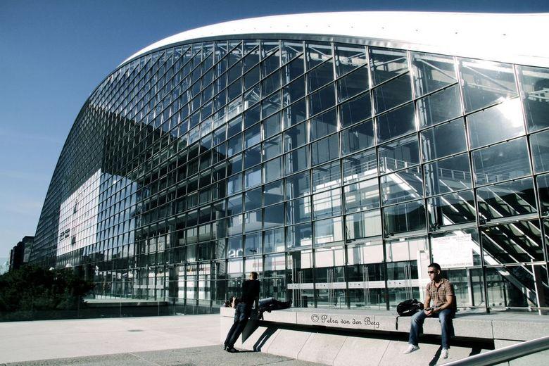 Architectuur zwart wil kleur - la defense shopping a Paris