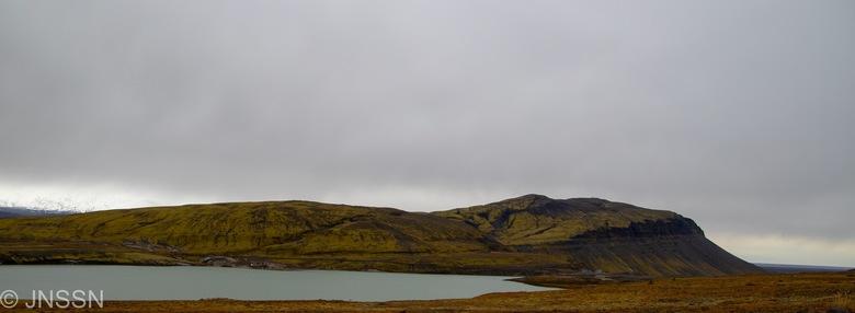 Berg aan meer -