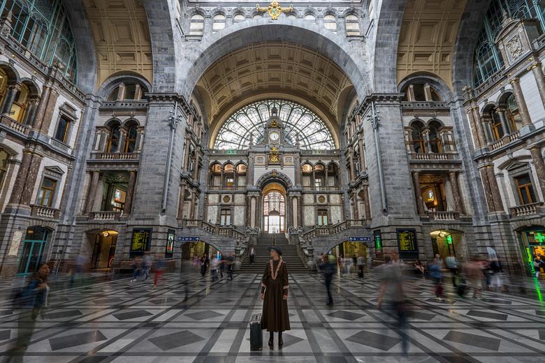Lost in time - Een foto van het prachtige centraal station in Antwerpen met een verhaal...