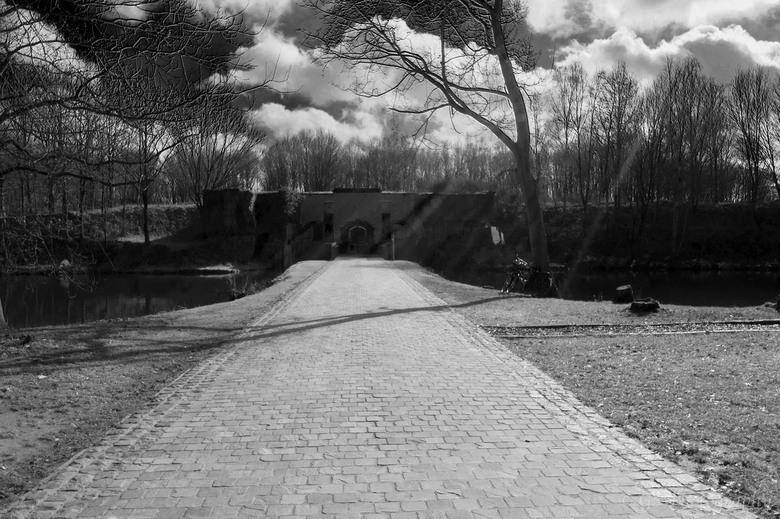 Fort van Duffel zwart/wit - De ingang van het fort van Duffel