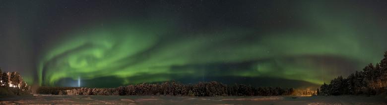 Noorderlicht panorama - 180 graden panoramafoto samengesteld uit 4 foto's genomen met een 12mm lens, 10 sec belichting