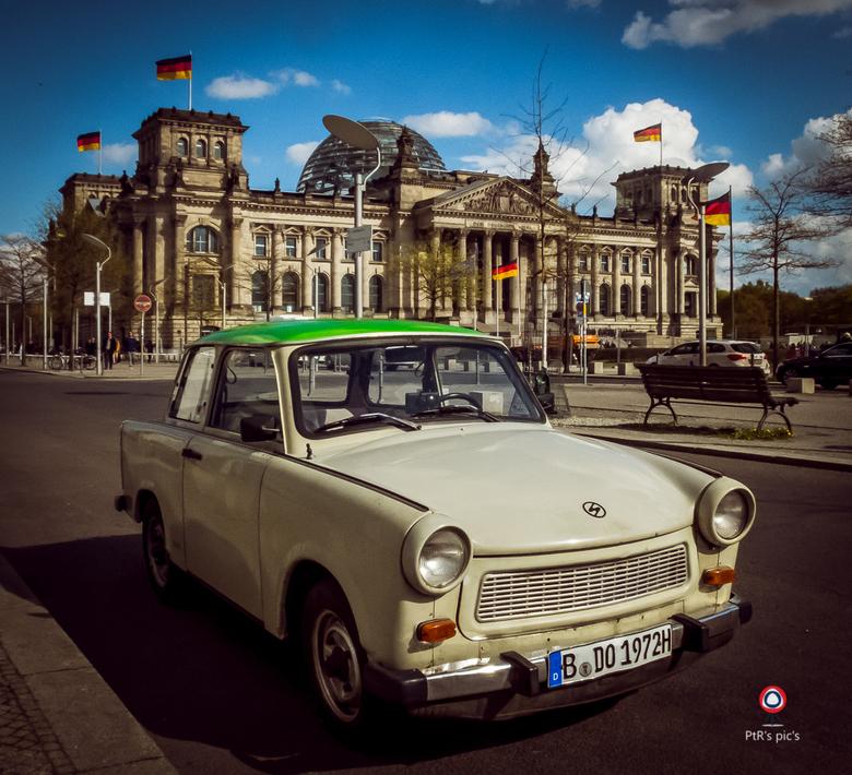 """Reichstagtrabbi - Je zou denken dat deze """"trabbi"""" om toeristische redenen hier stond maar er was in velden of wegen iemand te zien die met d"""