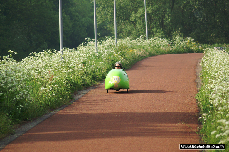Tussen Haarlem en Amsterdam - Ligfietser, in zijn courgette door de polder op weg naar Amsterdam.
