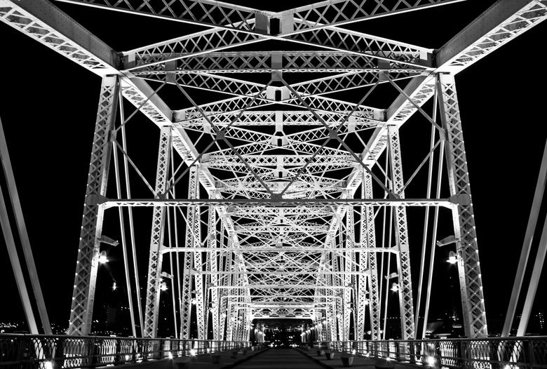 Shelby street bridge - Shelby street bridge in Nashville. Voetgangersbrug over de Cumberland river.