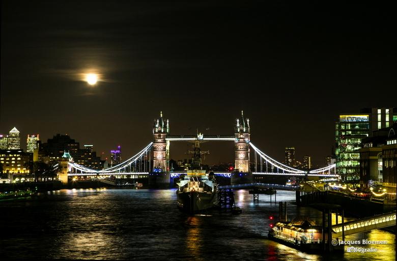 london moon  - HMS Belfast at night & London Bridge