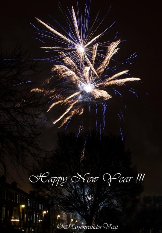 Spetterend Nieuw Jaar - Ik wens iedereen 'n jaar vol vrede, mooie foto's, goede gezondheid, knuffels, gezelligheid, en mooie ontmoetingen to