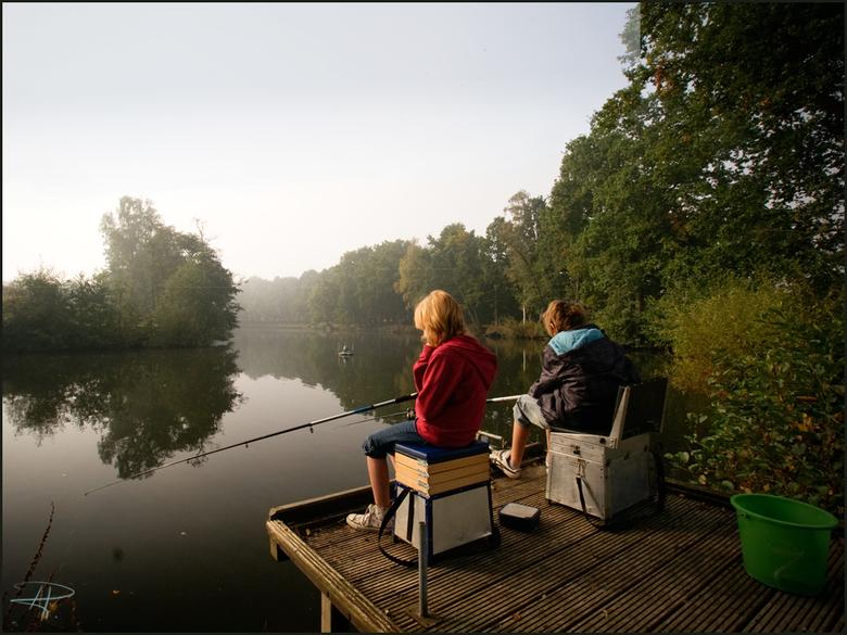 De jonge vissertjes - Dat waren zeker deze morgen<br /> Nog een prettige zondag<br /> Liefs,  renata